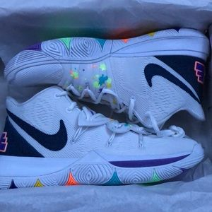 KYRIE 5 NEVER WORN 'HAVE A NIKE DAY'
